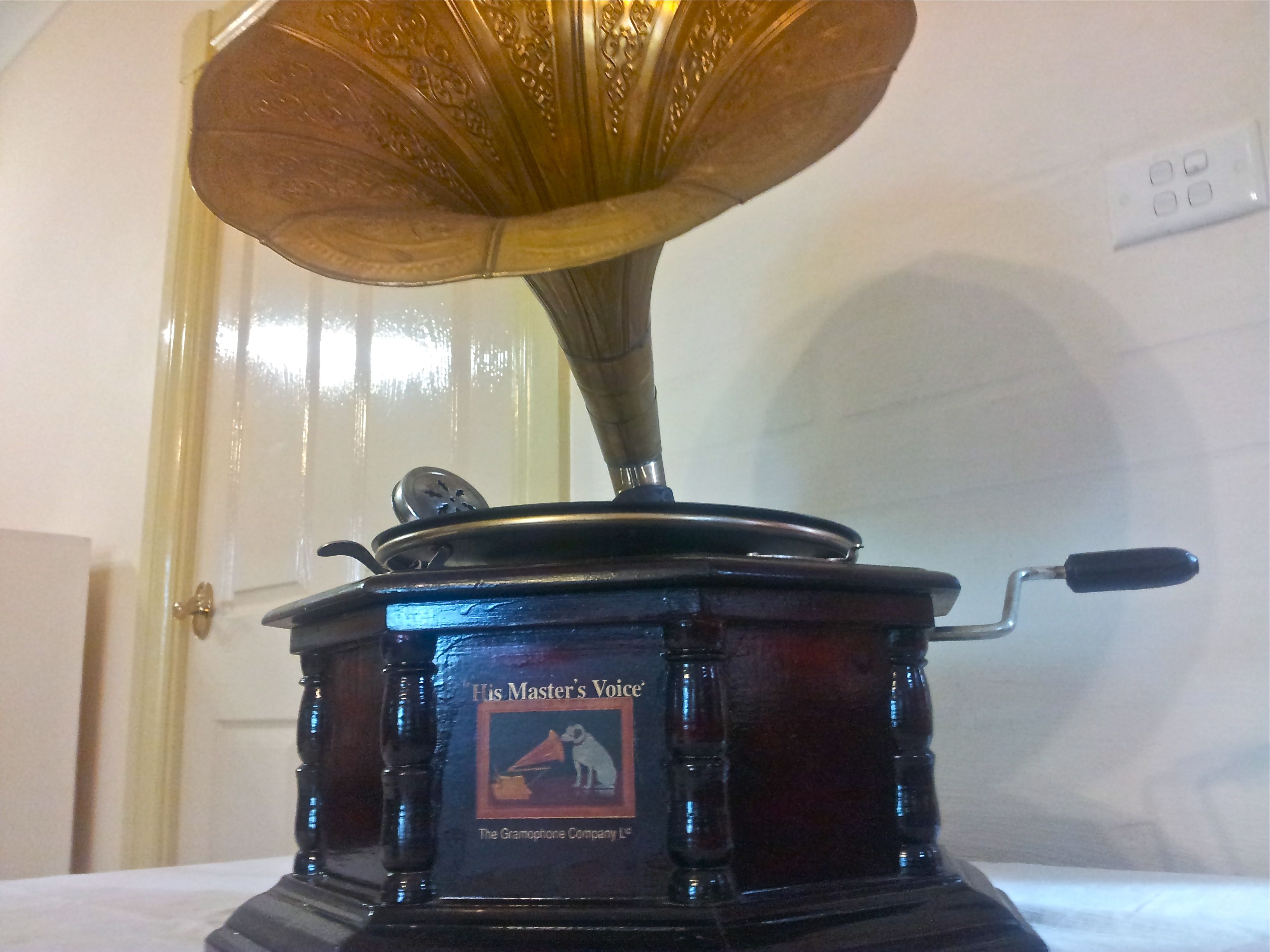 gadget from history his master s voice the lost and found office. Black Bedroom Furniture Sets. Home Design Ideas