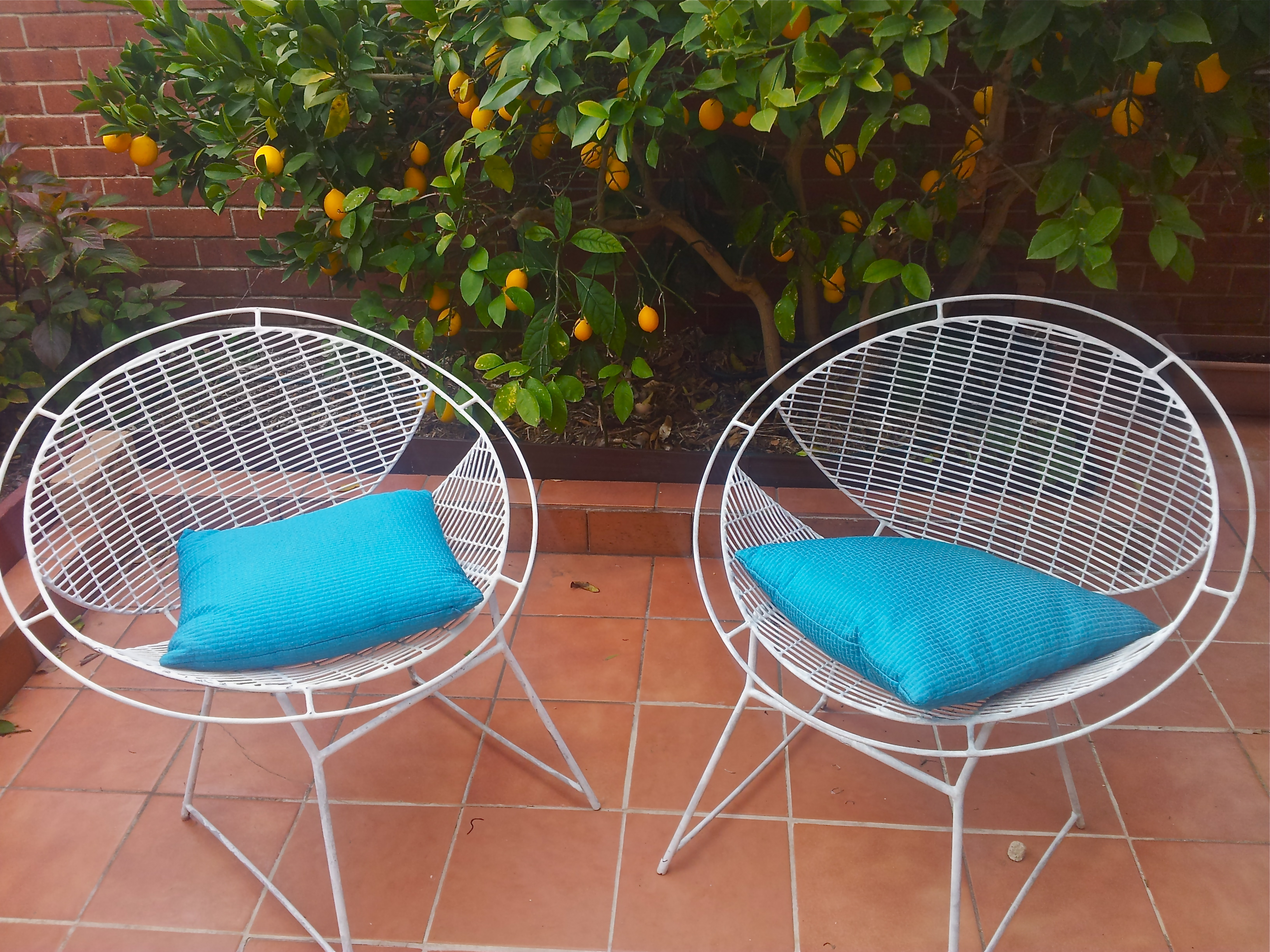 White Vintage Wire Mesh Outdoor Garden Chairs Flying